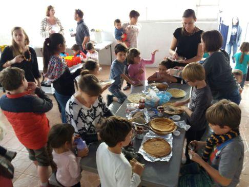 Chandeleur au FLAM : petits et grands se sont régalés autour de crêpes confectionnées par les familles ce mercredi 1er février !