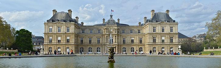 Paris_Palais_du_Luxembourg_façade_s_printemps_2014
